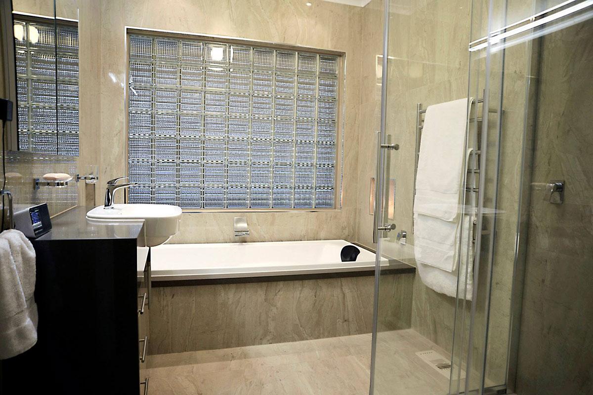 bathroom-fawkner-1
