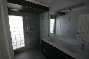 bathroom-hillside-1